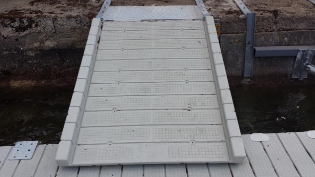 PE GANGWAY SECTION 4' x 6'